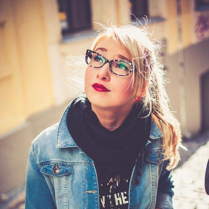 jeune femme élève lycée privé paris