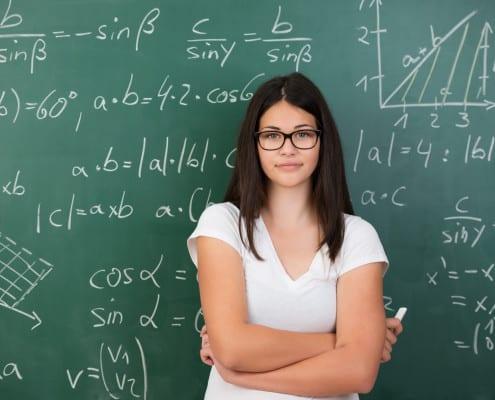 Jeune étudiante en maths prépa HEC Ipécom Paris