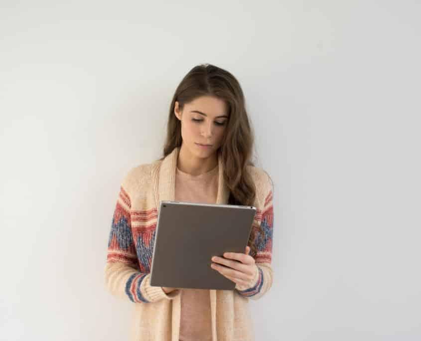 la vocation de la prépa hec ipécom paris, jeune étudiante studieuse